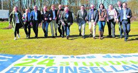 Voller Vorfreude auf den 24-Stunden-Burginsellauf sind bereits die Organisatoren und Sponsoren. Am 17. und 18. Juni steigt die Veranstaltung in der Graft zum 14. Mal. (Weser Kurier / Janina Rahn)