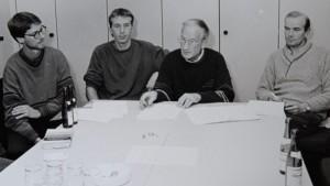 Der erste Vorstand des LC 93 Delmenhorst: Im Oktober 1992 wurde Henry Grimm (Zweiter von rechts) zum Vorsitzenden des gerade gegründeten Vereins gewählt. Dem Gremium gehörten auch (von links) Sportwart Wilfried Caarls, Kassenwart Stephan Kaltenstein und der stellvertretende Vorsitzende und Schriftführer Reinhard Klimt an. Foto: Rolf Tobis