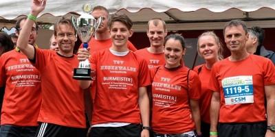 Mix-Sieger: TSV Neuenwalde And Friends mit dem Delmenhorster Dieter Kreuzer (rechts). Foto: Thomas Breuer